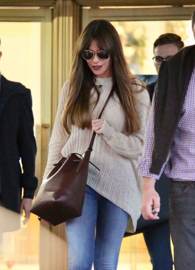 Sofia Vergara - Shopping at Saks Fifth Avenue in Beverly Hills