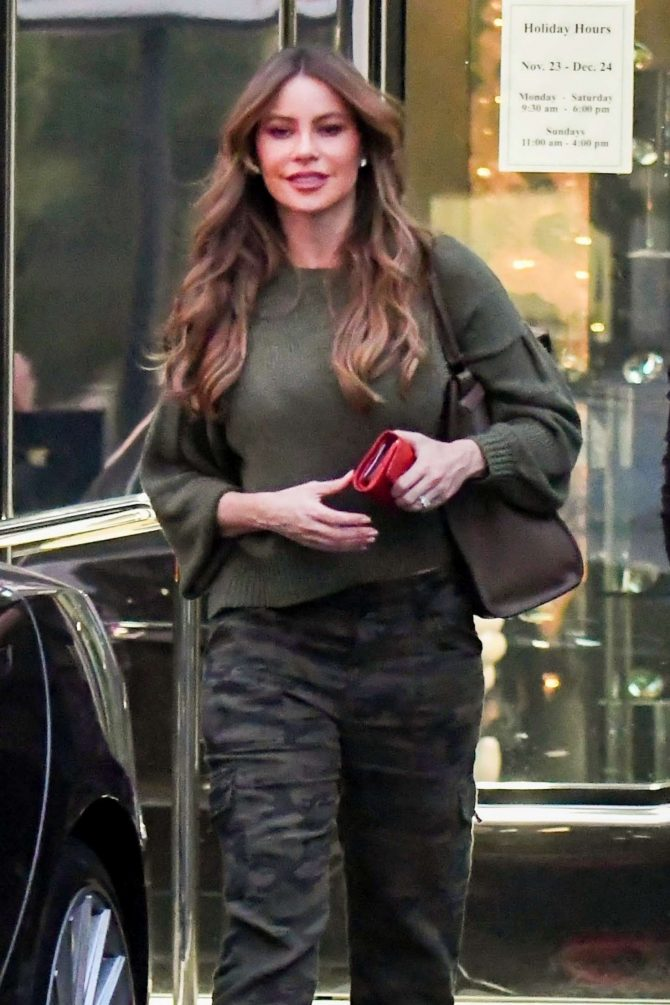 Sofia Vergara – Shopping in Beverly Hills