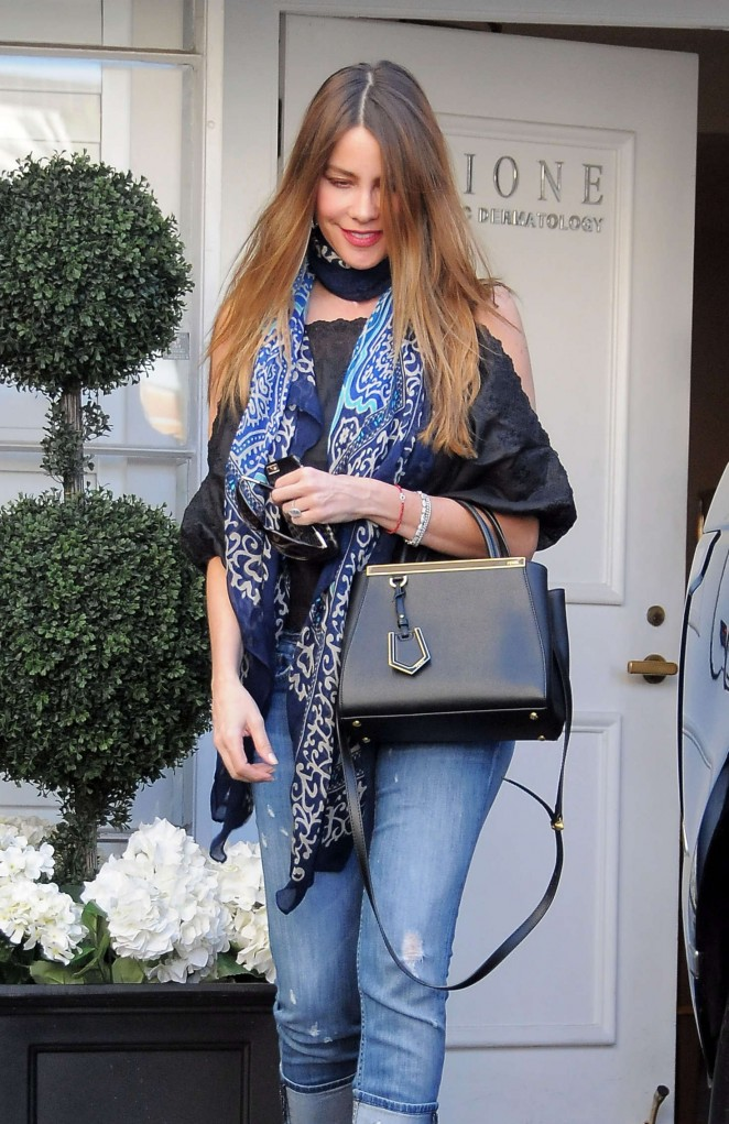 Sofia Vergara – Visits Epione Skin Care Center in Beverly Hills