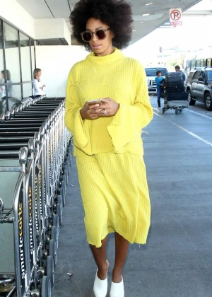 Solange Knowles - Arrives at Los Angeles International Airport