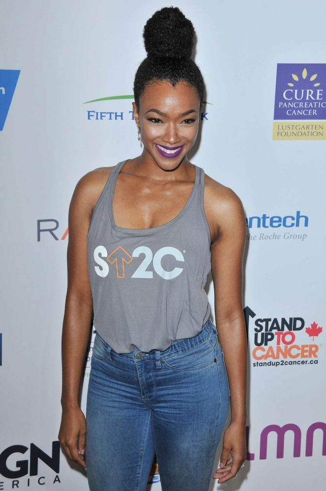 Sonequa Martin-Green - 5th Biennial Stand Up To Cancer in Los Angeles