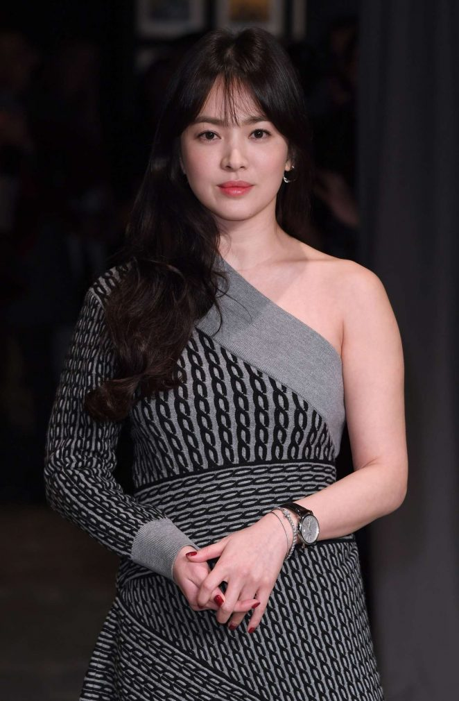 Song Hye Kyo - Burberry Show at 2017 LFW in London