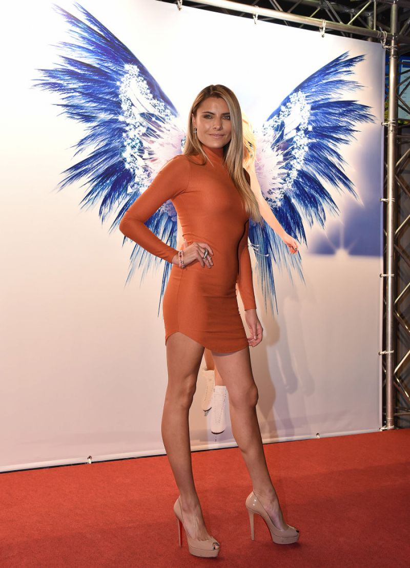 sophia thomalla  holiday on ice gala