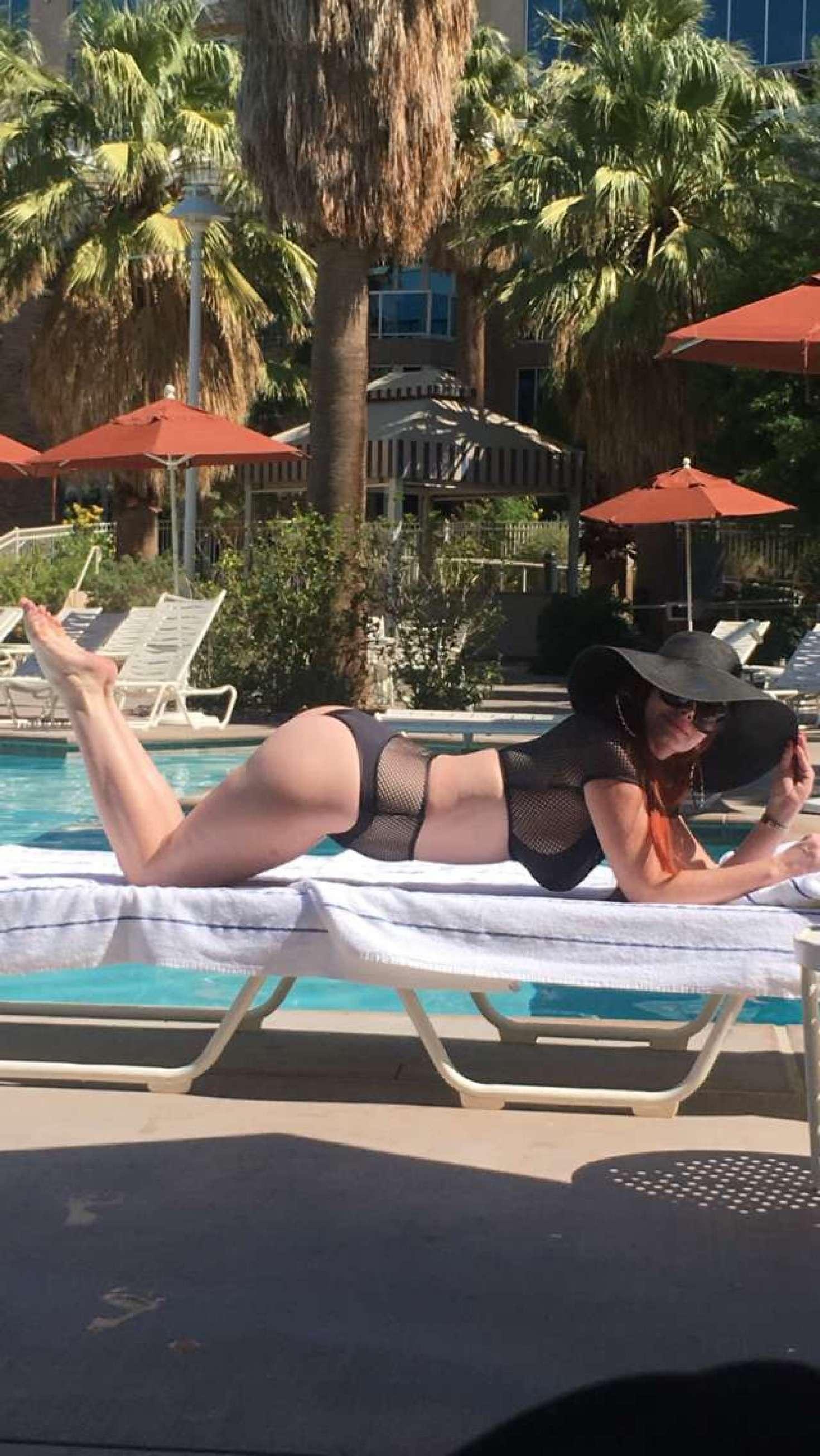 Sophia Vegas 2017 : Sophia Vegas and Phoebe Price: In Bikini poses at the pool in Palm Springs-11