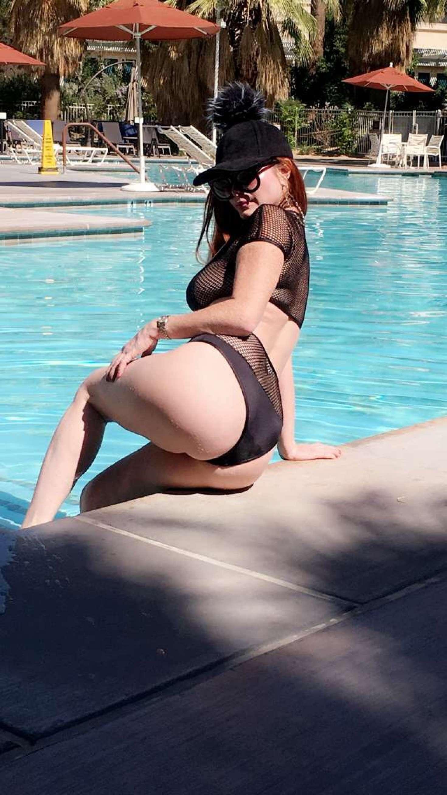 Sophia Vegas 2017 : Sophia Vegas and Phoebe Price: In Bikini poses at the pool in Palm Springs-12