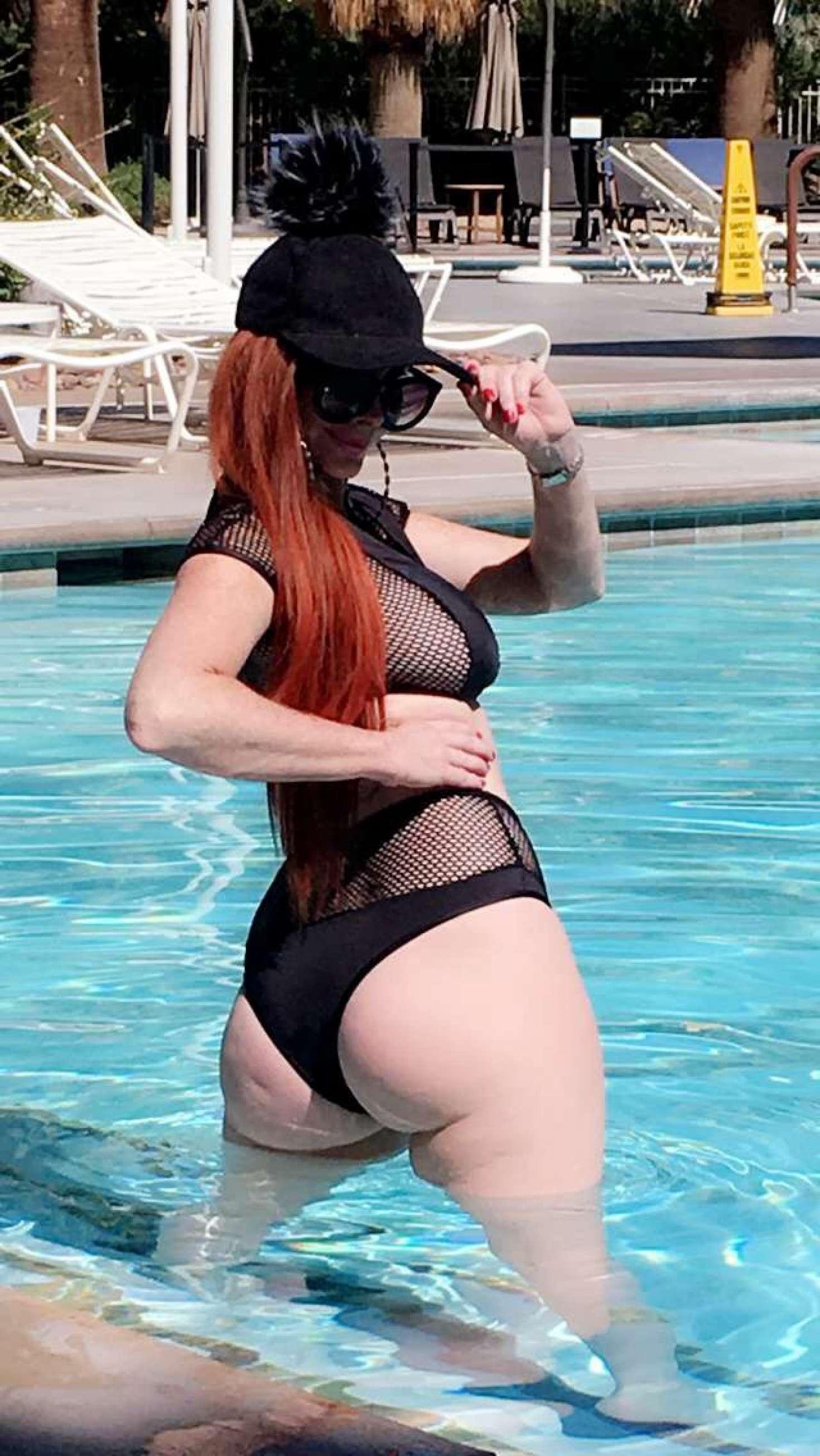 Sophia Vegas 2017 : Sophia Vegas and Phoebe Price: In Bikini poses at the pool in Palm Springs-14