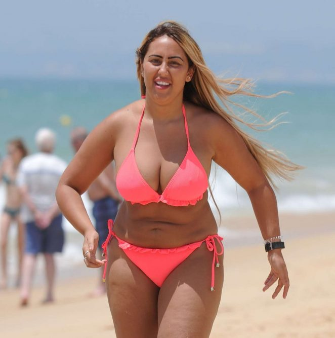 Sophie Kasaei in Pink Bikini on the beach in Lanzarote Pic 5 of 35