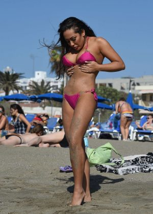 Sophie Kasaei in Pink Bikini on the beach in Lanzarote Pic 15 of 35