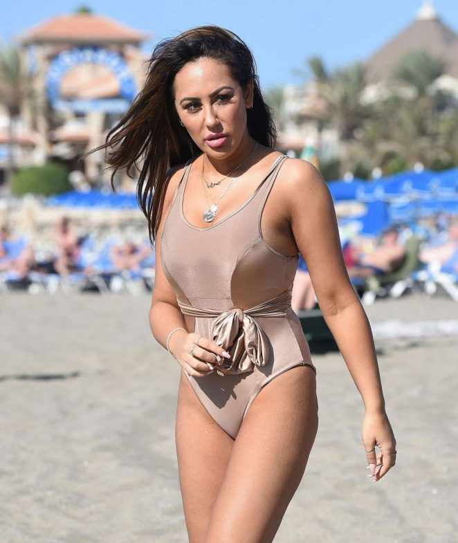 Sophie Kasaei in Pink Bikini on the beach in Lanzarote Pic 18 of 35