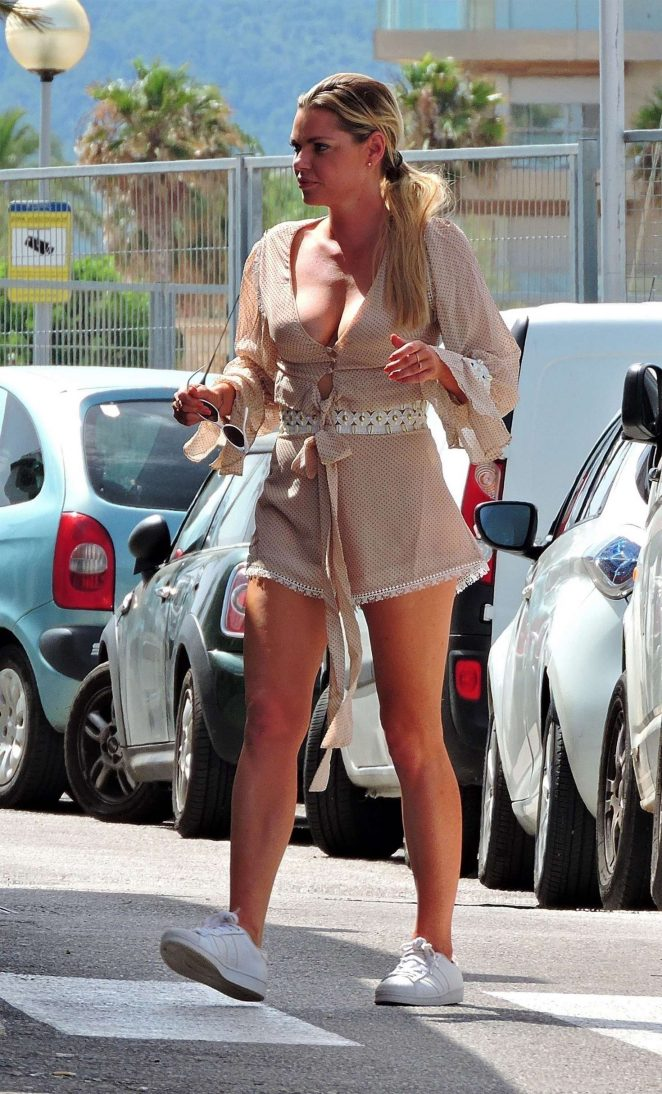Sophie Monk out for lunch in Mallorca