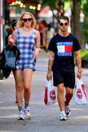Sophie Turner and Joe Jonas - Shopping in New York