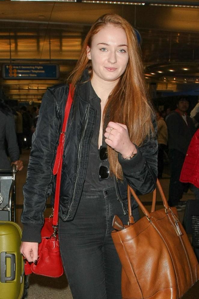 Sophie Turner – Arrives at Los Angeles International Airport