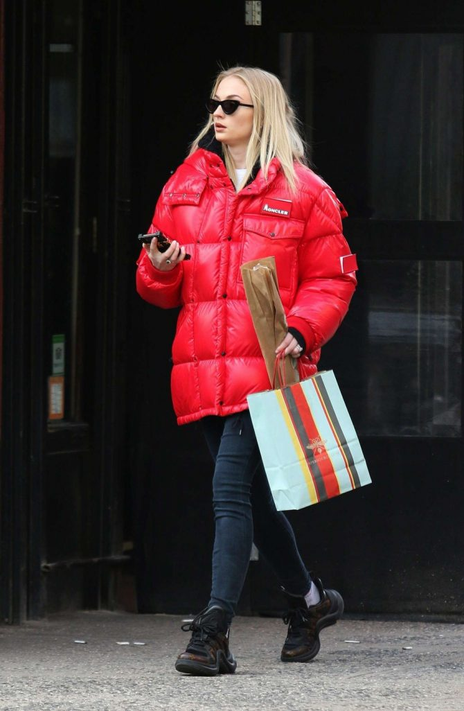 Sophie Turner - Christmas Shopping in New York