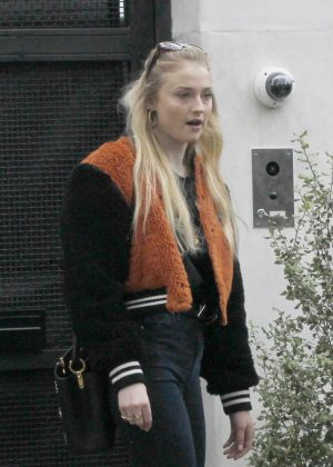 Sophie Turner - Grabbing coffee in Los Angeles