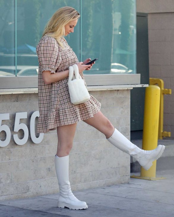 Sophie Turner - Looking cute while out in Los Angeles