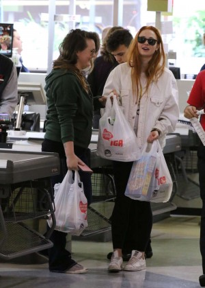 Sophie Turner - Shopping in Montreal