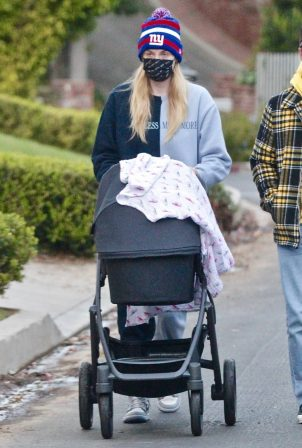 Sophie Turner - Stroll with daughter Willa in Los Angeles