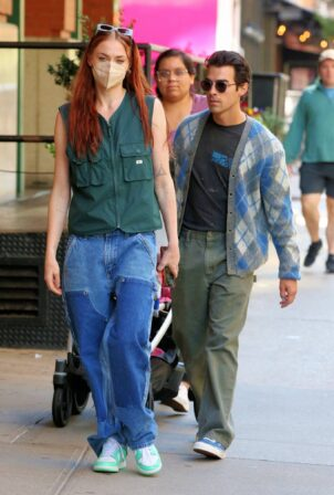 Sophie Turner - Walks home from Sunday Brunch in New York