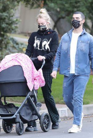Sophie Turner - Wears Betty Boop sweat shirt in Los Angeles
