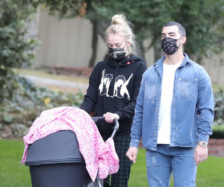 Sophie Turner 2020 : Sophie Turner – Wears Betty Boop sweat shirt in Los Angeles -04