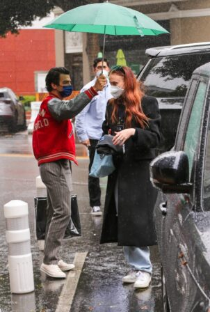 Sophie Turner - With Joe Jonas head to lunch at South Beverly Grill in West Hollywood