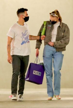 Sophie Turner - With Joe Jonas shopping candids at Kith - Los Angeles
