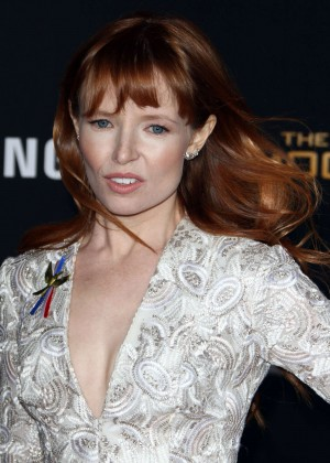 Stef Dawson: The Hunger Games Mockingjay Part 2 LA Premiere -06