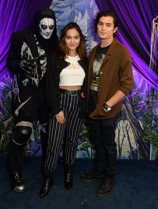 Stella Hudgens – Knott's Scary Farm in LA