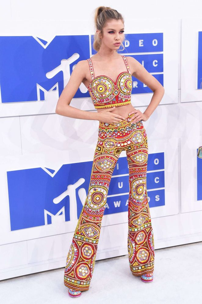 Stella Maxwell - 2016 MTV Video Music Awards in New York City