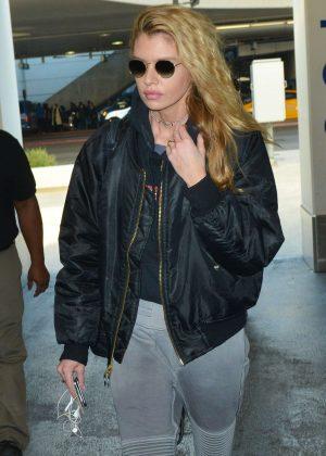 Stella Maxwell - Arrives at LAX International Airport in LA