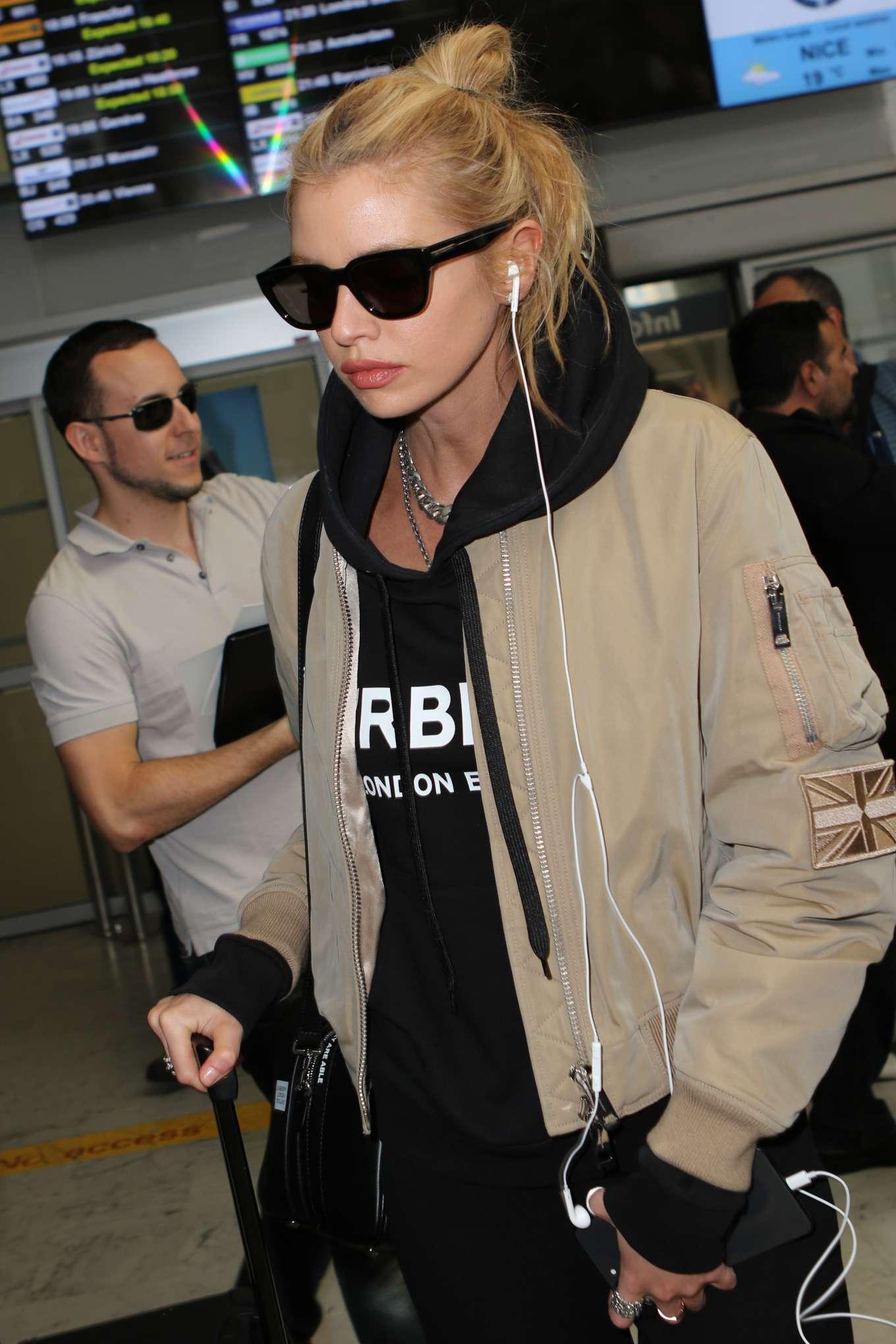 Stella Maxwell 2019 : Stella Maxwell: Arrives at Nice Airport-03