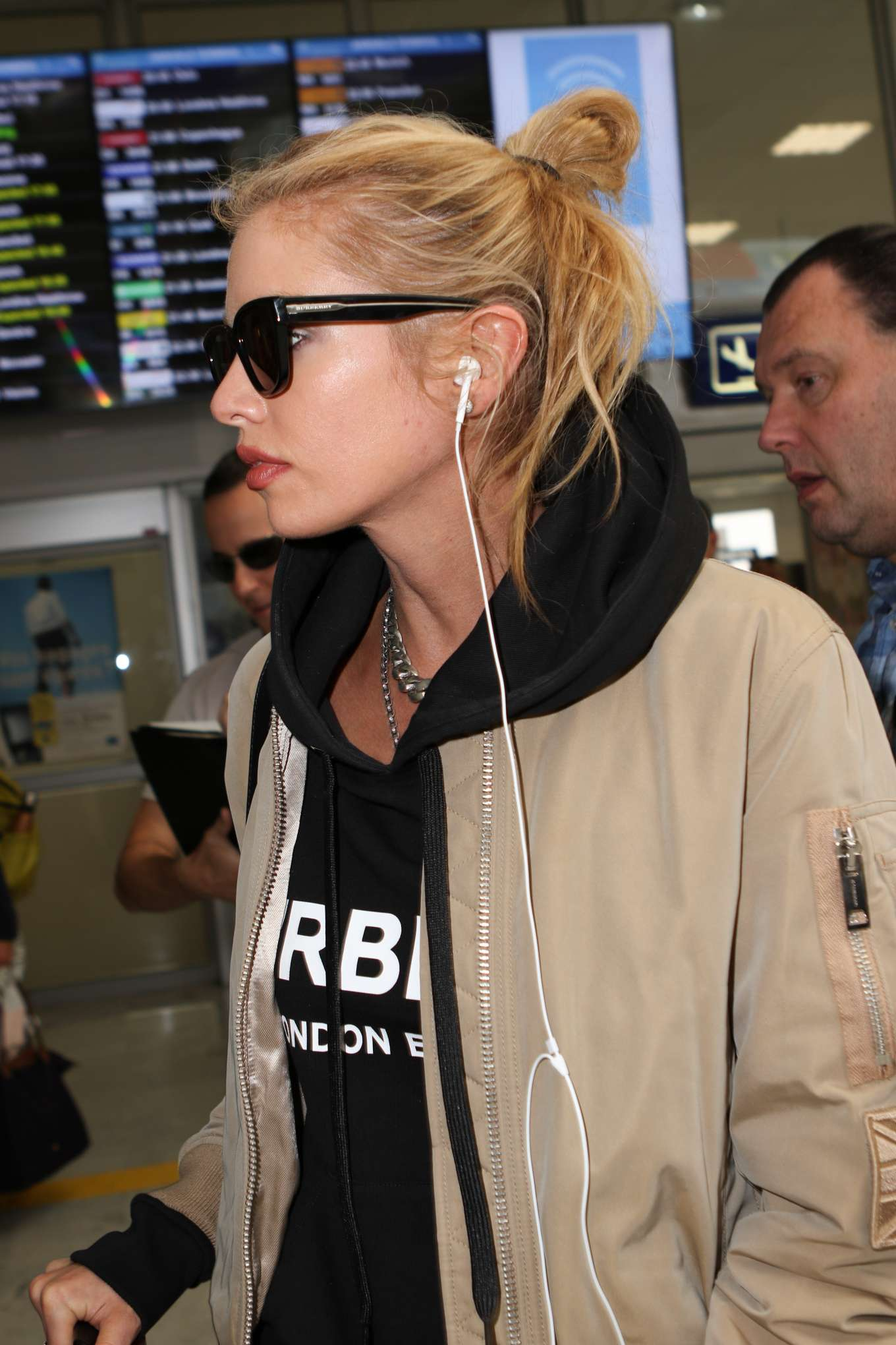 Stella Maxwell 2019 : Stella Maxwell: Arrives at Nice Airport-06