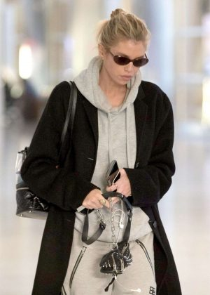 Stella Maxwell - Arriving at Charles de Gaulle Airport in Paris