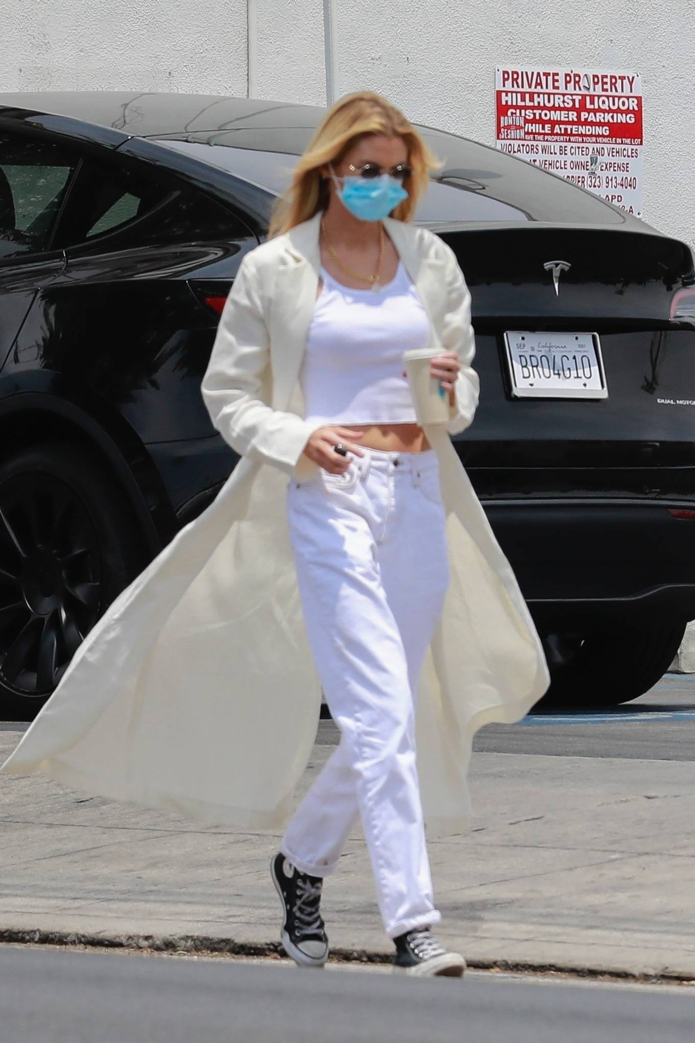 Stella Maxwell - Goes out for coffee with a friend in Los Angeles