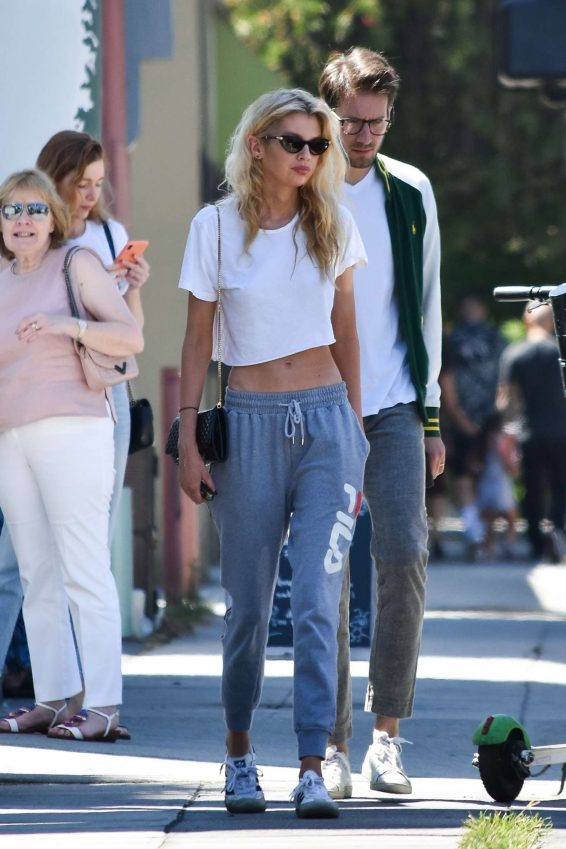 Stella Maxwell - Goues out with family in Los Angeles