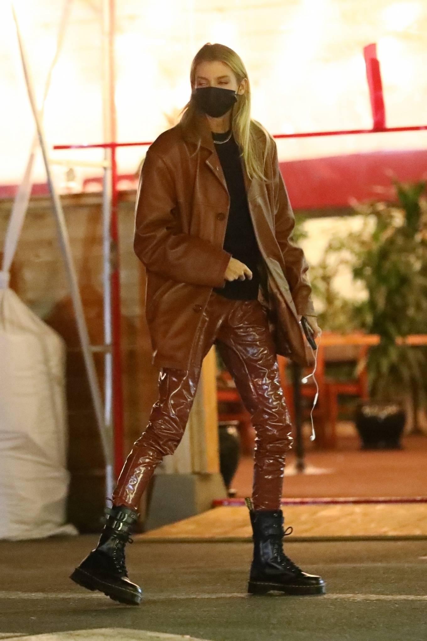 Stella Maxwell - Has dinner with Jesse Jo Stark in Los Angeles