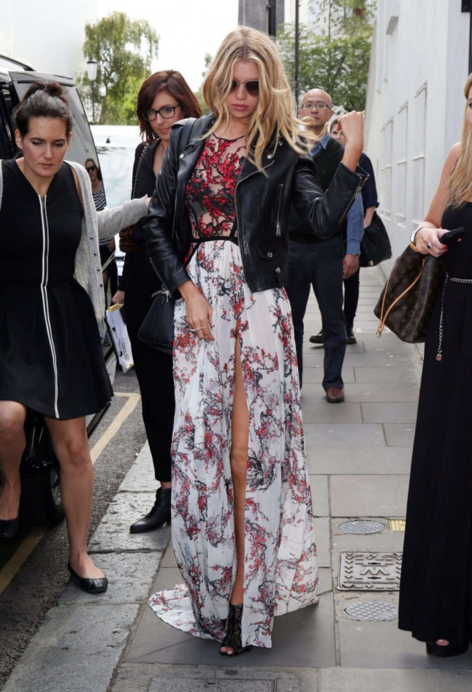 Stella Maxwell: Leaving Fortnum and Mason -04