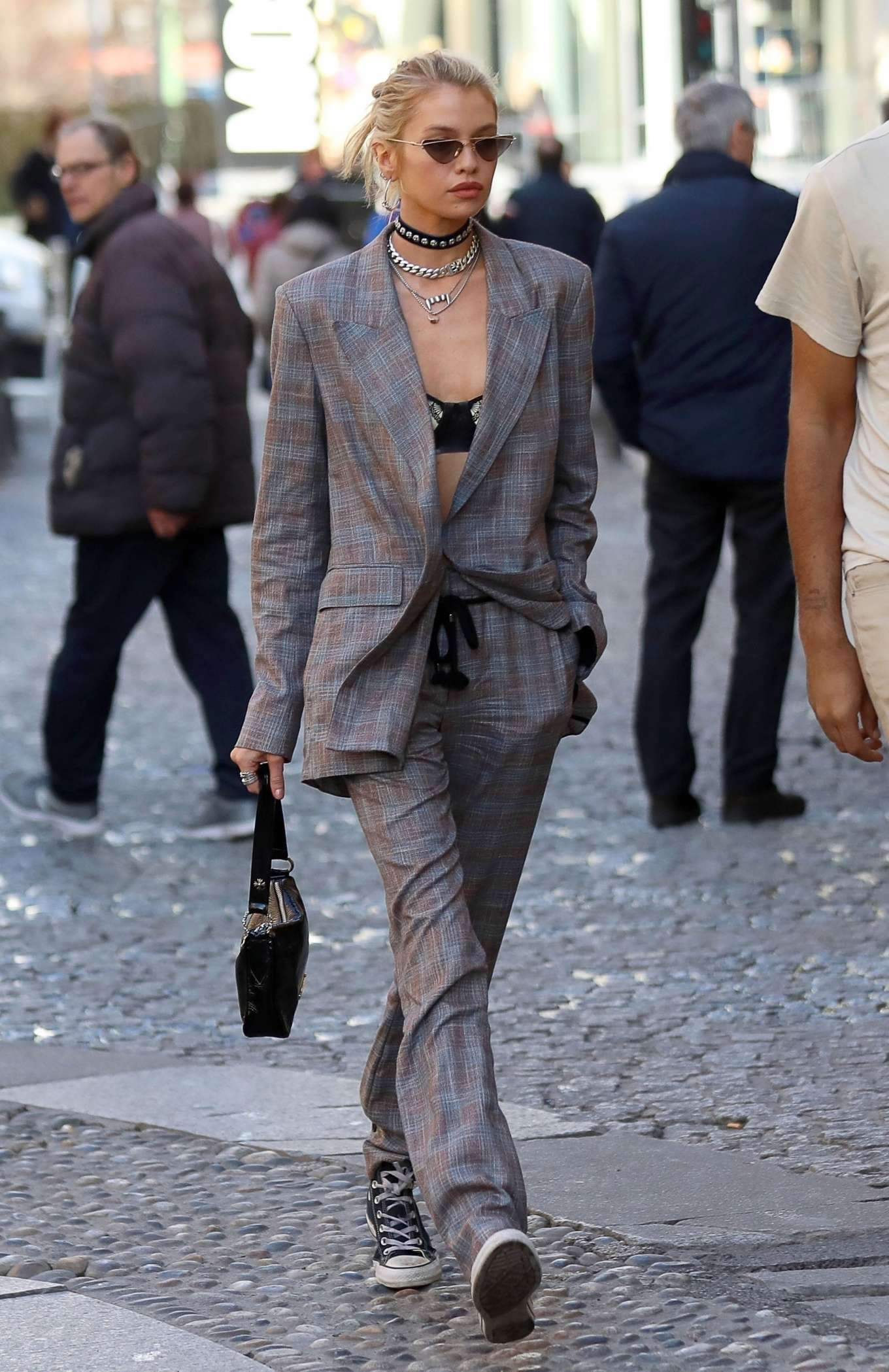 Stella Maxwell - Out for a stroll during Milan Fashion Week in Milan