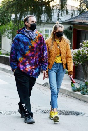 Stella Maxwell - Out for a walk in Los Angeles