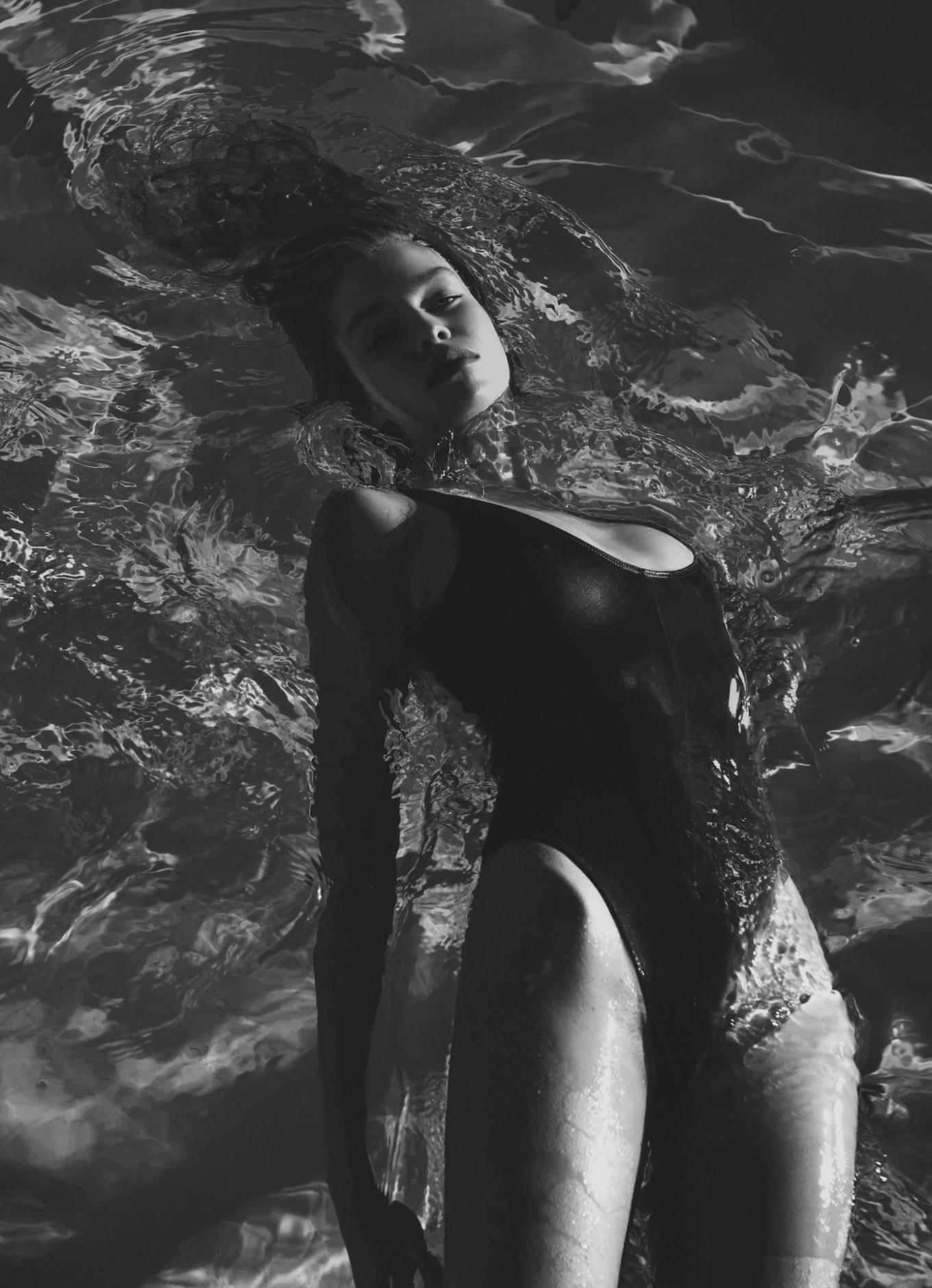 Stella Maxwell - PS by Rowan Papier (May 2020)