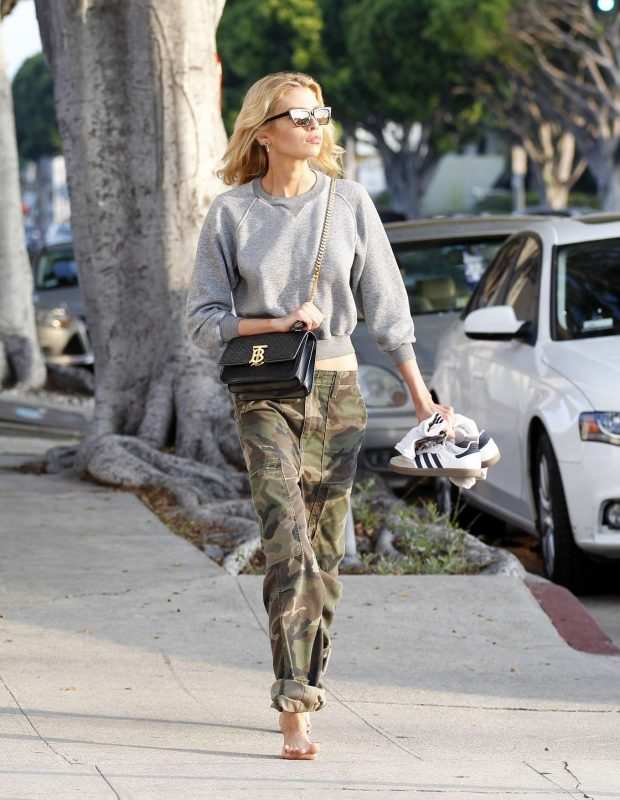 Stella Maxwell: Spotted after getting her nails done at a nail salon in Los Angeles-03