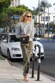 Stella Maxwell - Spotted after getting her nails done at a nail salon in Los Angeles