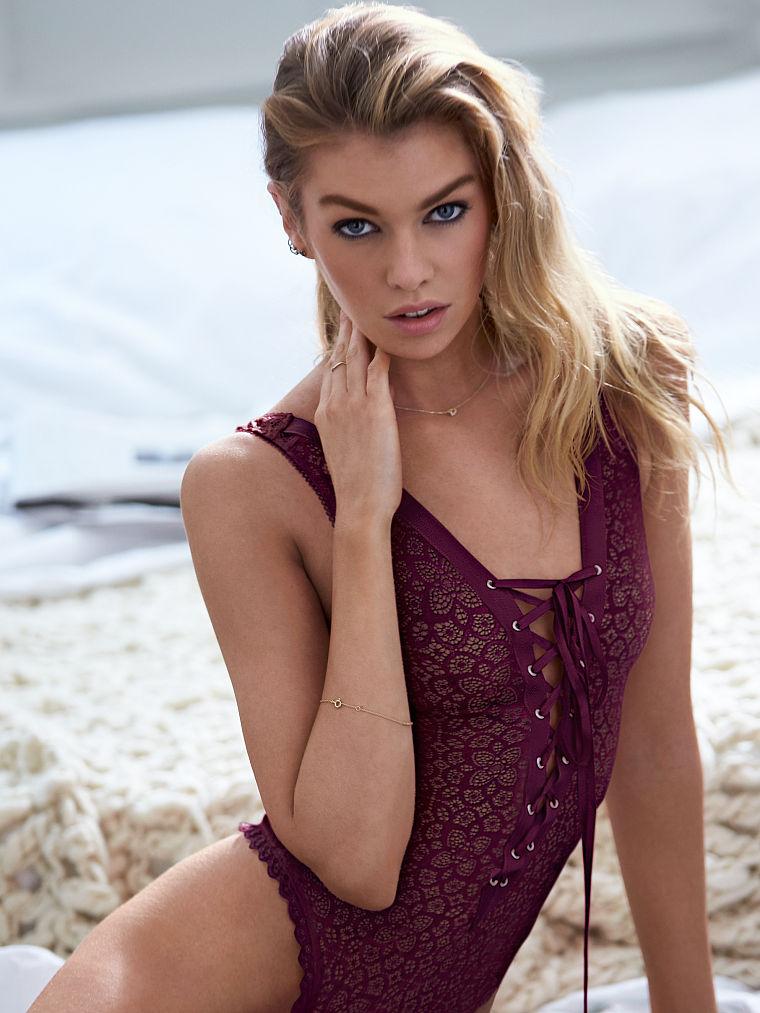 Lindsay Maxwell Nude Photos 18
