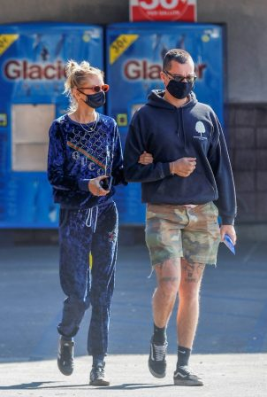 Stella Maxwell with a mysterious guy during a visit to CVS