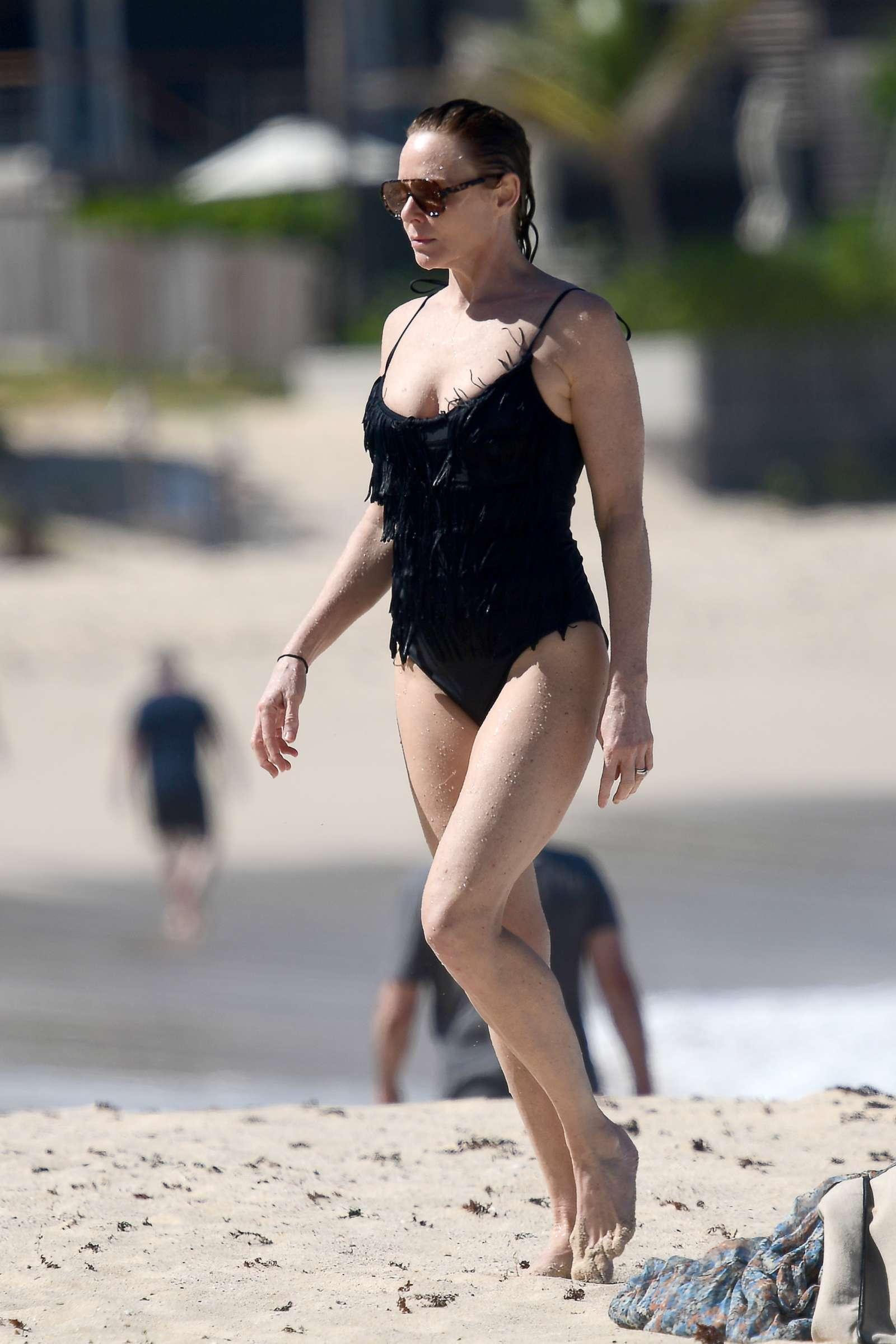 Stella McCartney 2019 : Stella McCartney in Black Swimsuit 2019 -02