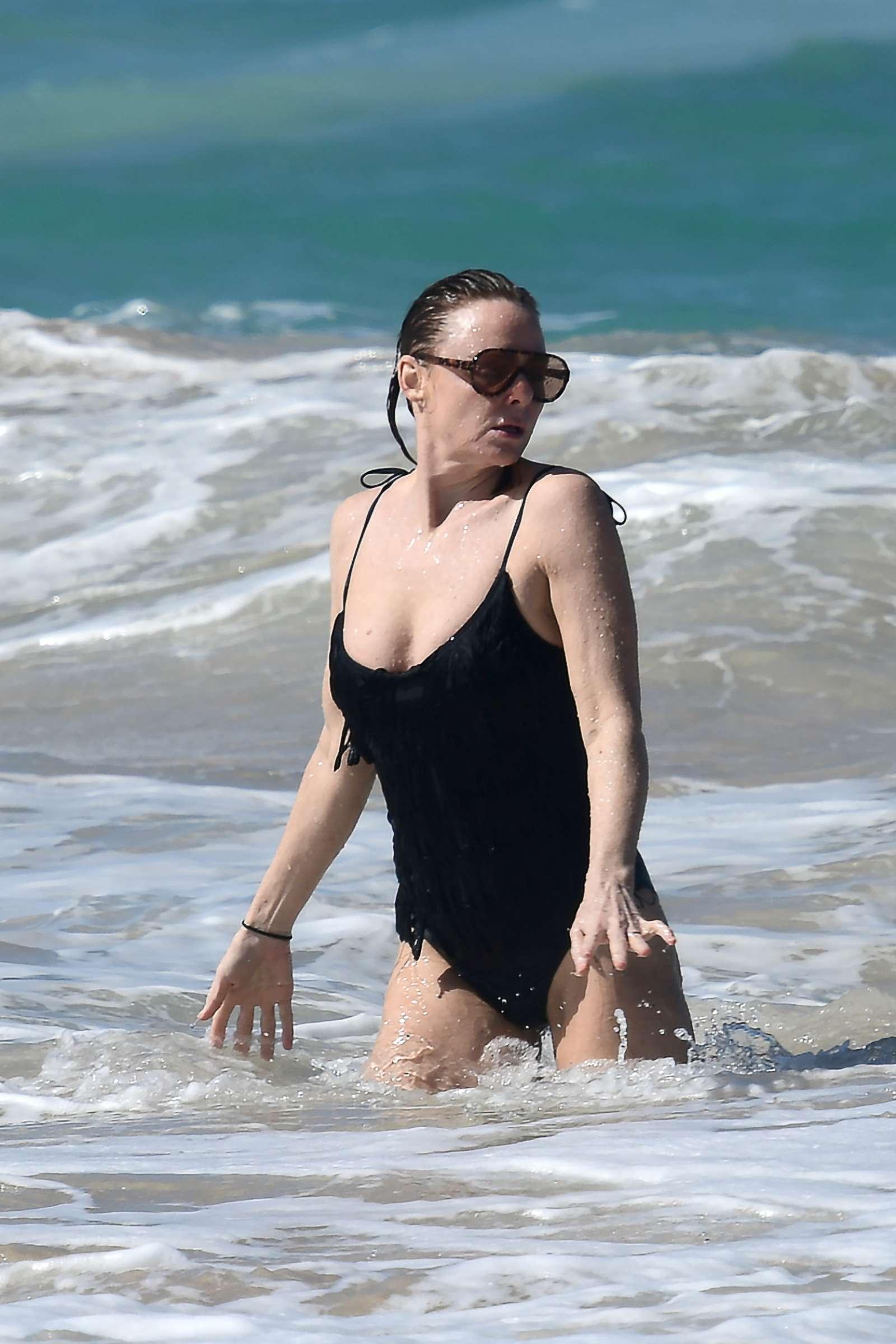 Stella McCartney 2019 : Stella McCartney in Black Swimsuit 2019 -13