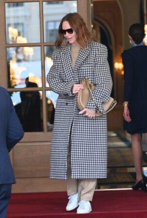 Stella McCartney - Seen leaving the Ritz Hotel in Paris