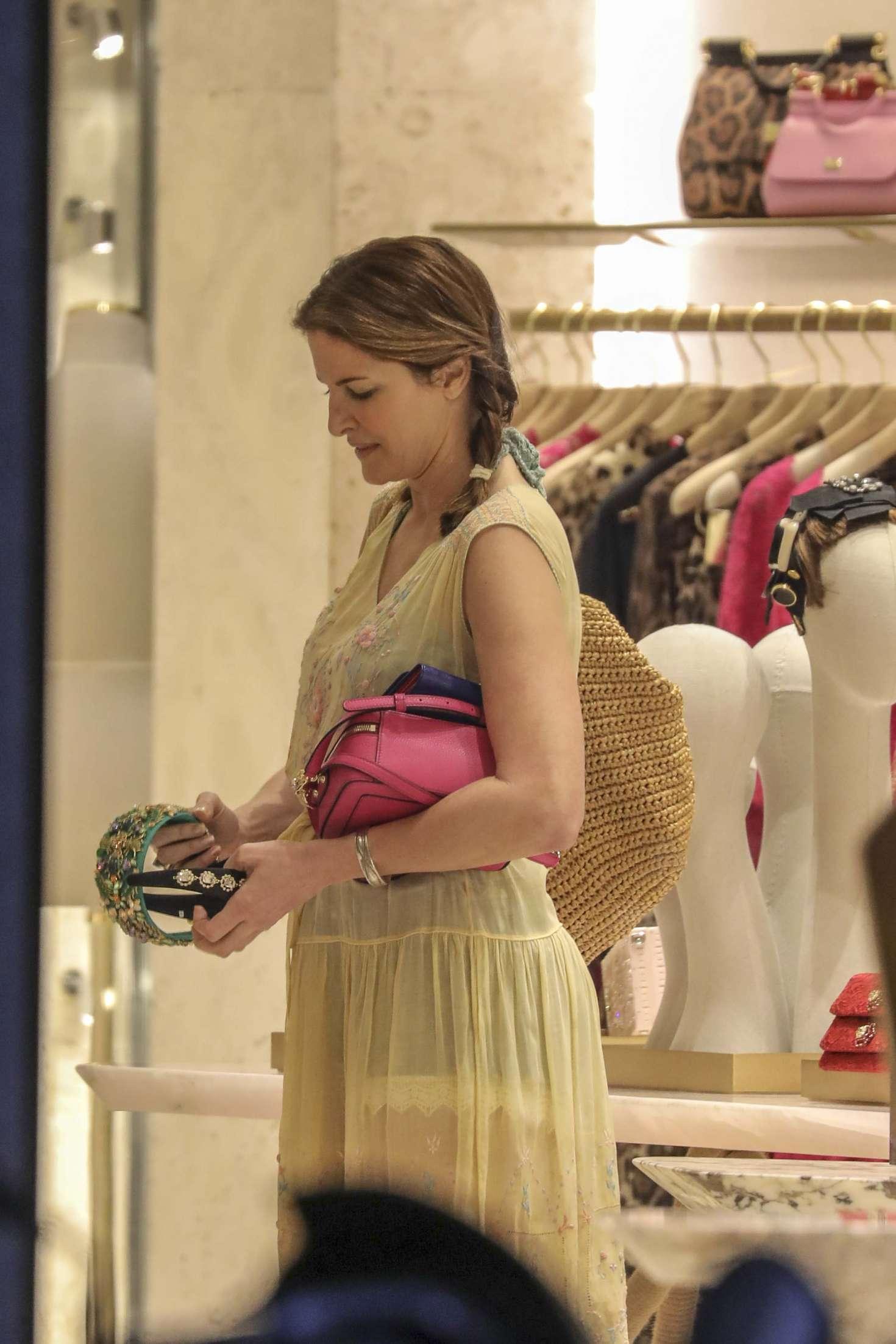 Stephanie Seymour 2016 : Stephanie Seymour: Shopping at Dolce & Gabbana Store -07