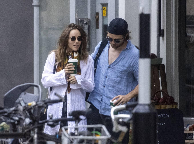 Suki Waterhouse 2020 : Suki Waterhouse and Robert Pattinson – Out in London-29
