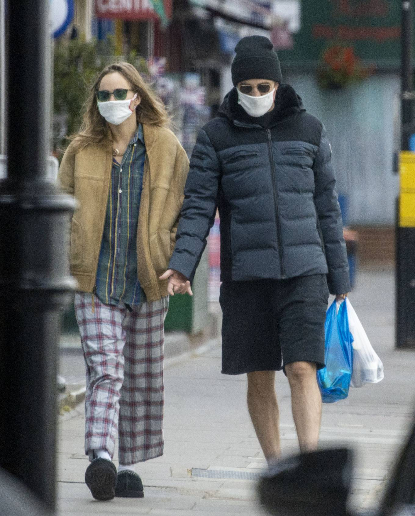 Suki Waterhouse 2020 : Suki Waterhouse and Robert Pattinson – Wearing matching face masks in London-02